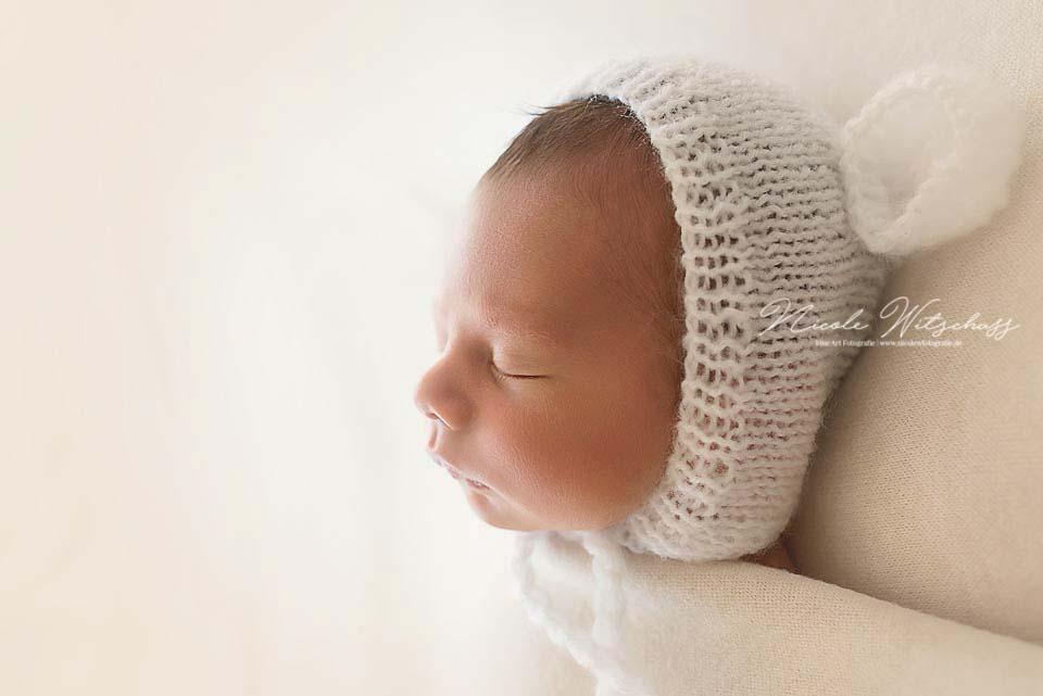 Bilder-bon-neugeborenen-babys-natürlich-und-zart-von-nicole-witschass-fine-art-fotografie