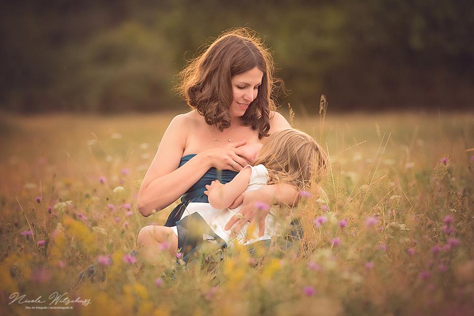 professionelles-babybauch-fotoshooting-mit-kleinkind