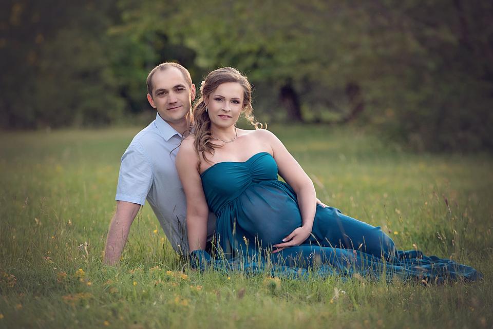 professionelle Babybauchbilder in der Natur von Fotografin mit Studio in Leonberg.