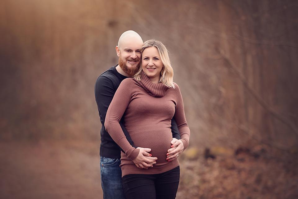 Babybauchbilder in der Natur beim Fotoshooting in Stuttgart und der Region